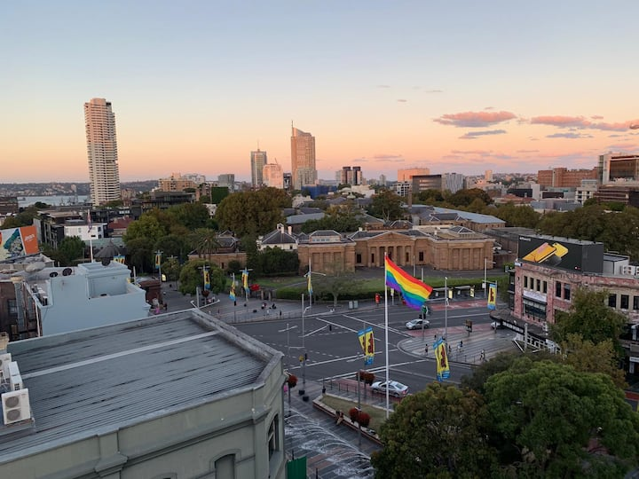 Taylor Square: small studio with a view! BUDGET