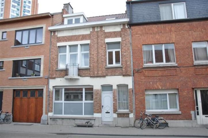 Single bedroom (double bed) in Leuven city!