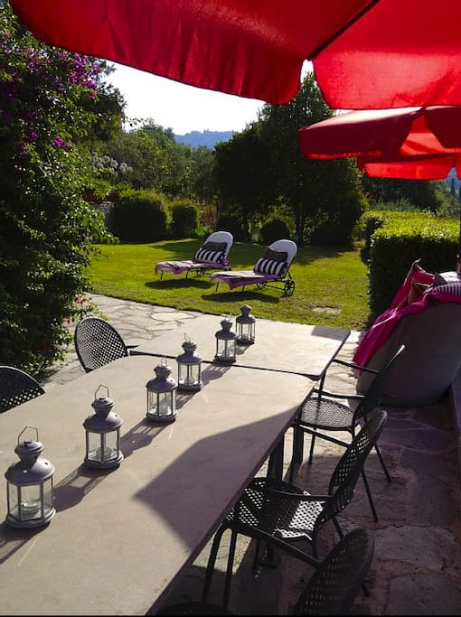 Garden: Outdoor dining area and sun loungers