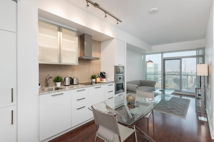 MCS Executive Suites - CN TOWER / CITY VIEW