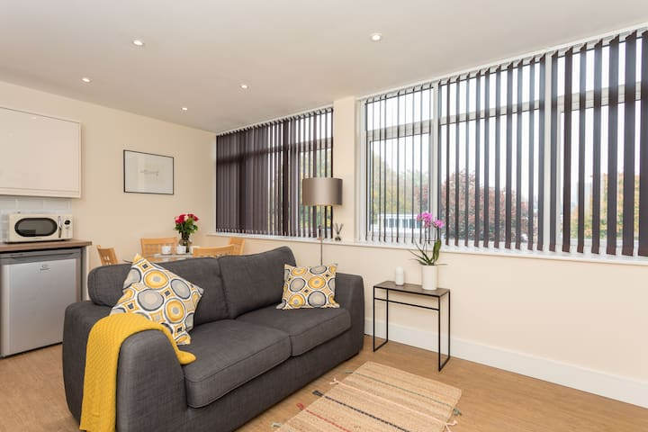 Abbey Apartments, No.6 by 247 Lets Horsham