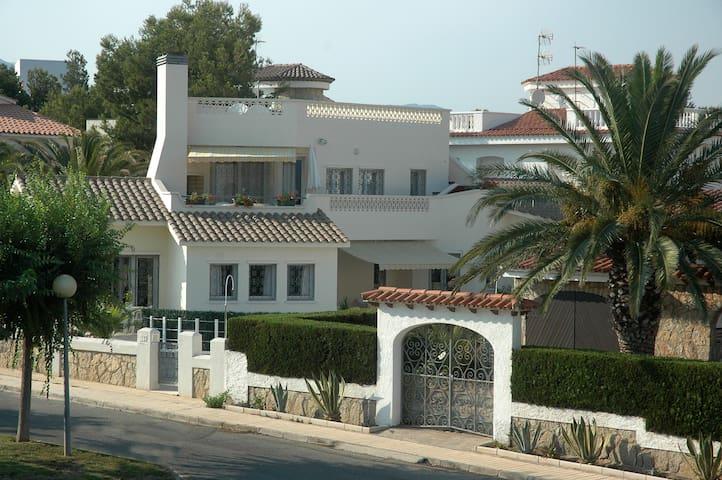 Villa avec piscine 90 m de la mer - Mont-roig del Camp - Hus