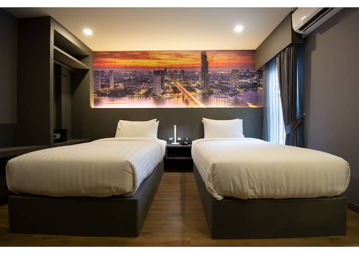 Brand New! Free WiFi/ City center//Airportlink