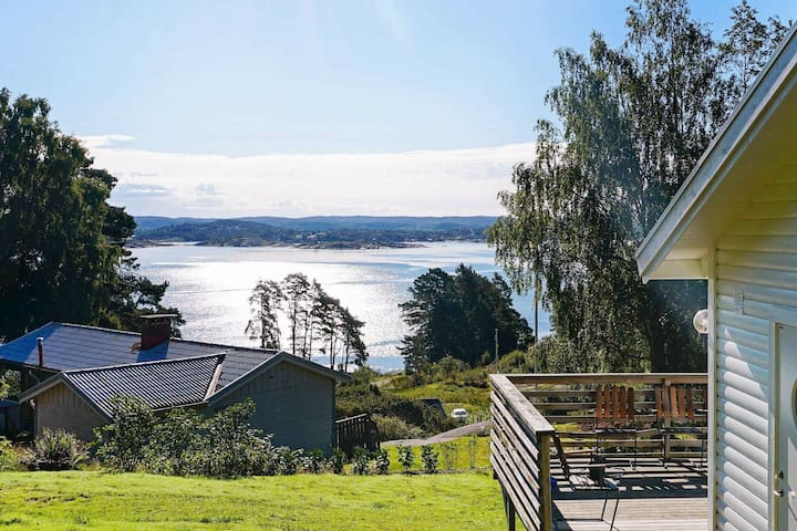 4 person holiday home in Höviksnäs
