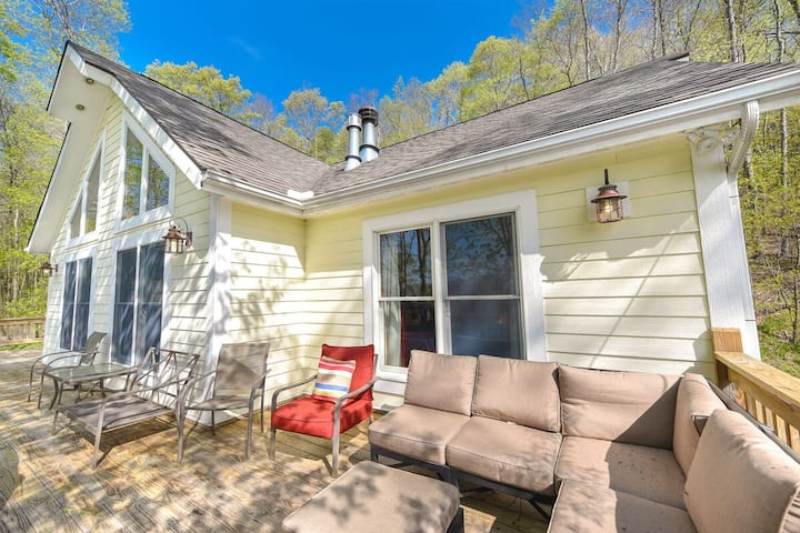 Lake Area Home w/Hot Tub, 2 Fireplaces, & Central A/C!