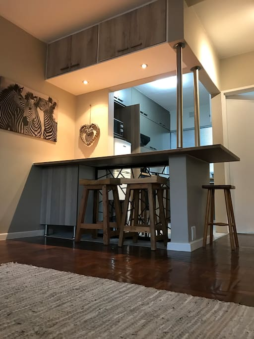 Eating counter and open plan kitchen