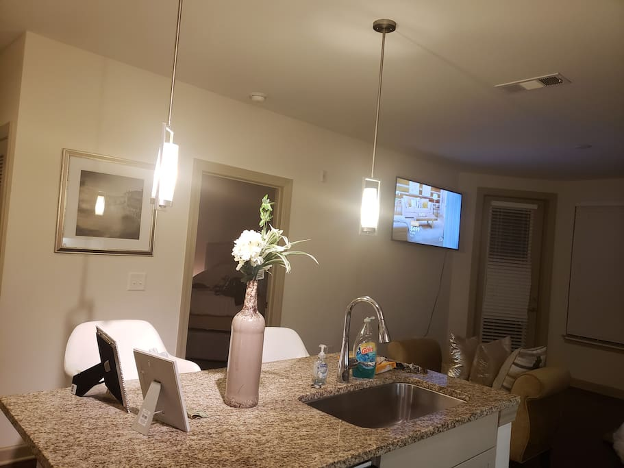 Enjoy dining  with quaint comfortably of high top barstools. Cross over nice space to utilize laptop.