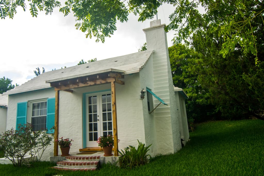 Relaxed Bermuda Cottage 1 Bedroom Sleeps 2 Apartments For Rent In Southampton Parish