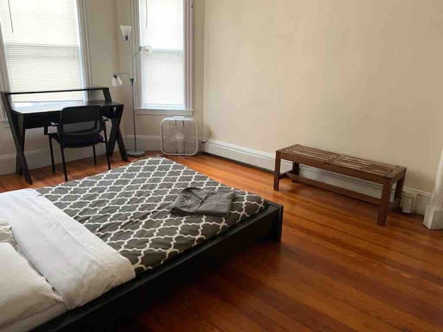 Modest, simple, private room in heart of Boston