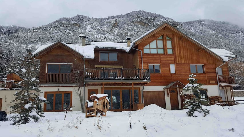 Renovated with charm apartment for 10 in a Chalet
