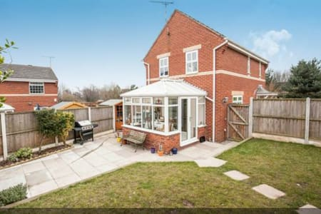 Family friendly house in Cheshire - Elton