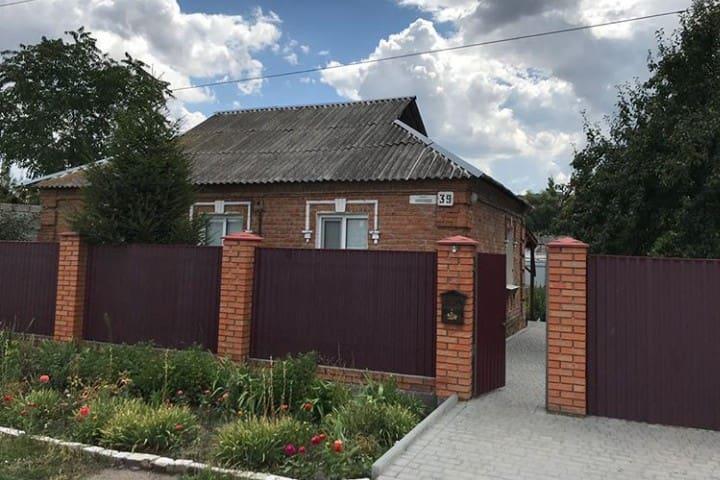 Рядом Дендропарк, шашлычный двор.