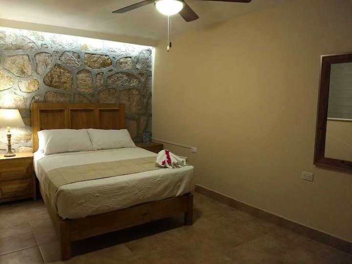 Hermosa habitación de doble cama en el centro