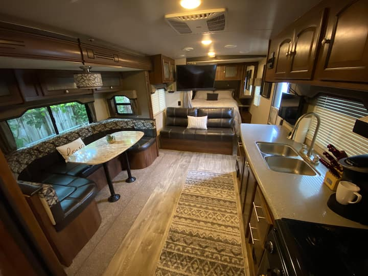 Private trailer 5 minutes from downtown St. Pete