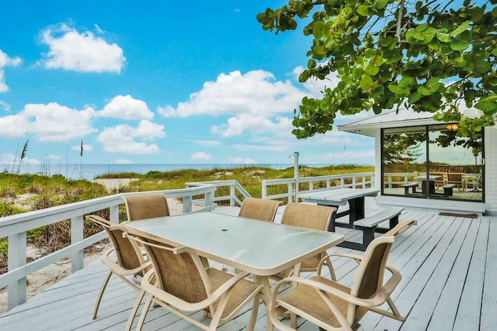 Dog-friendly, oceanfront home with ocean views, high-speed WiFi, & washer/dryer!