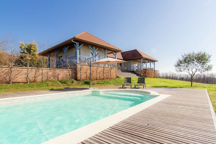 Original villa with verandas, garden, pool and beautiful views.