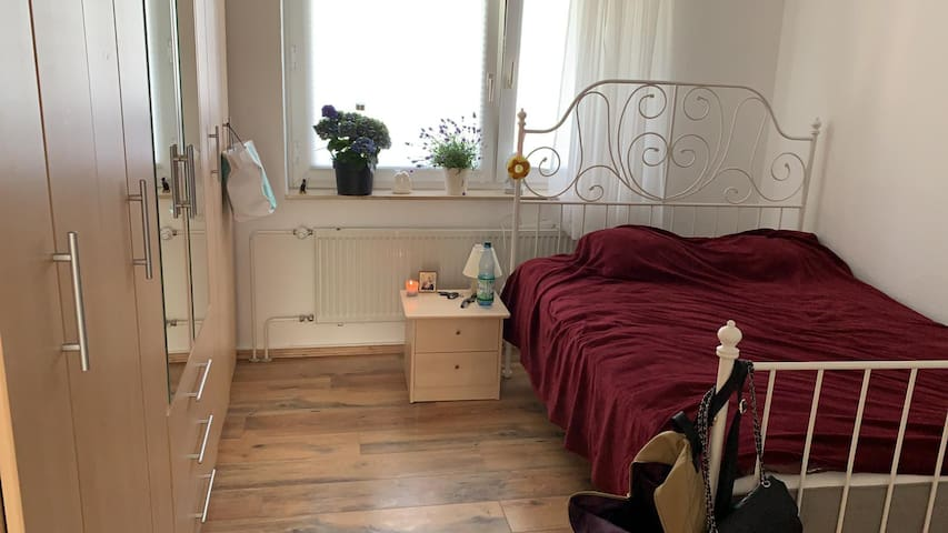 Private room near Wiesbaden Hbf.