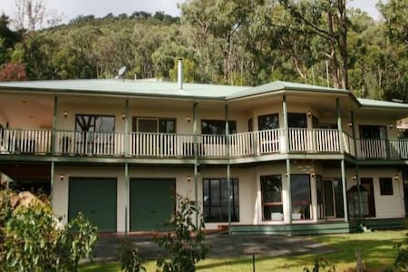 Yarra Valley and Dandenongs Couples Luxury Getaway
