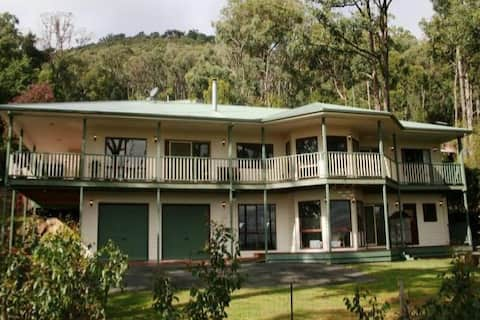 Yarra Valley and Dandenongs Couples Luxury Getaway