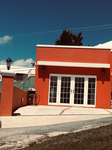 Casa Del Sol Studio Apt 10mins Walk to Elbow Beach