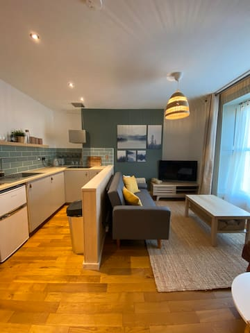 Cosy Duplex Apartment - Seconds from the Harbour!