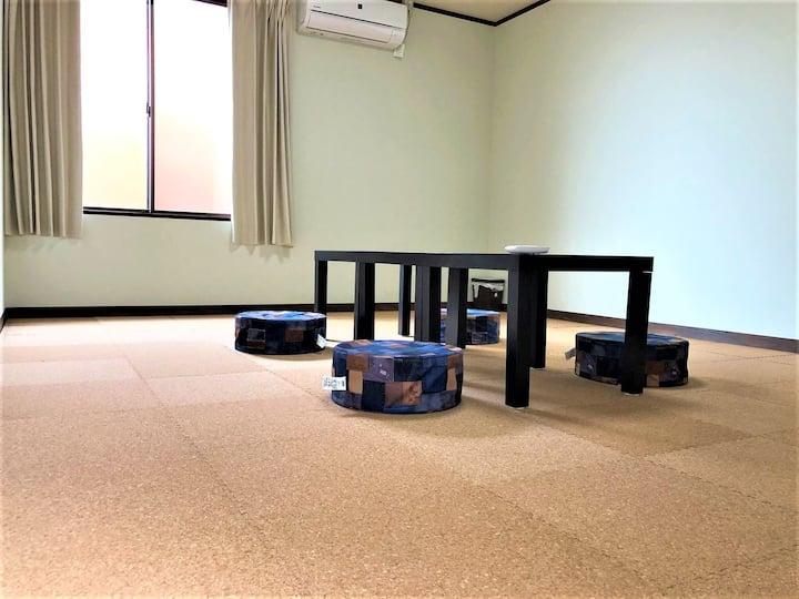 長野県宮田駅前ゲストハウス宿屋DOYA・高速バス停徒歩7分・個室5部屋-4洋室10畳定員1~5名まで