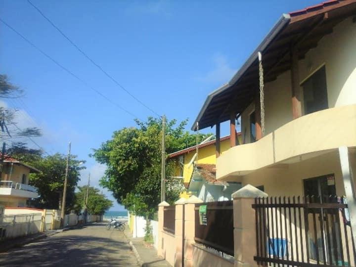 Casa no Canto Grande entre as duas praias.