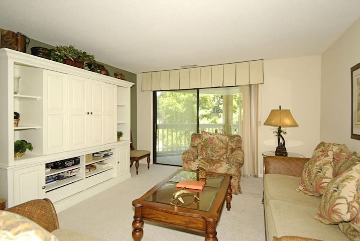 Cozy furnishings in this 2nd floor, end unit, 2 bedroom and 2-bath, Colonnade Club villa.