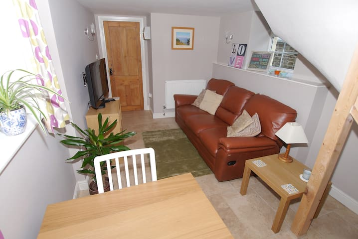 Cosy retreat in North Devon village - sleeps 2