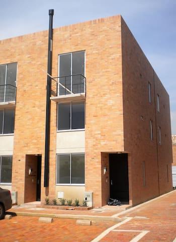 Habitación privada muy cerca a Bogotá. - Funza - House