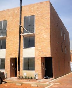 Habitación privada muy cerca a Bogotá. - Funza