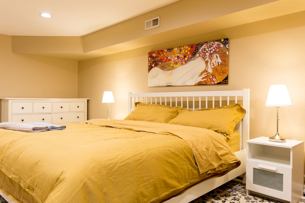 Master Bedroom (King Bed)