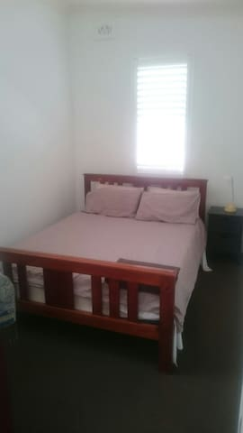 Double bedroom in private wing - Bexley - Dom
