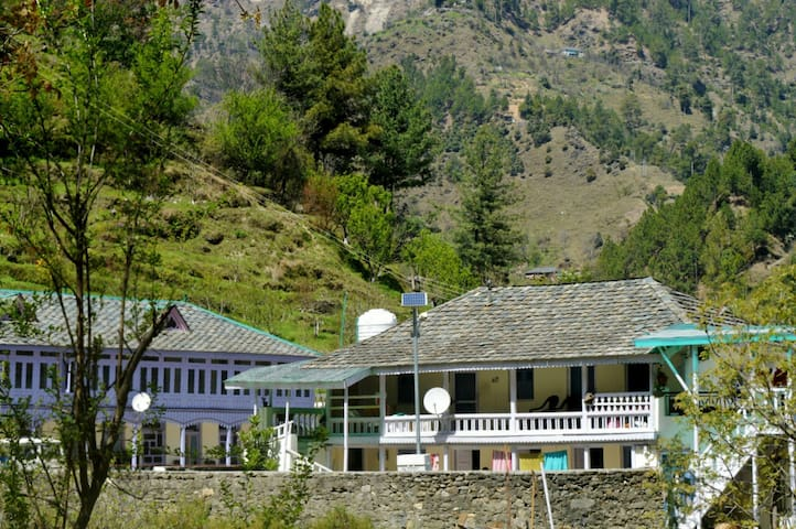 O- Show Friends Guesthouse- Prashar  Lake