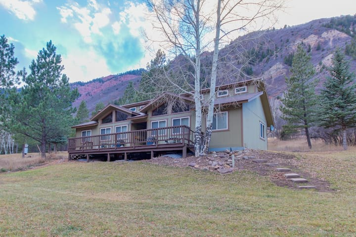 Riverside cabin with shared hot tubs, nearby skiing, fishing, and much more!