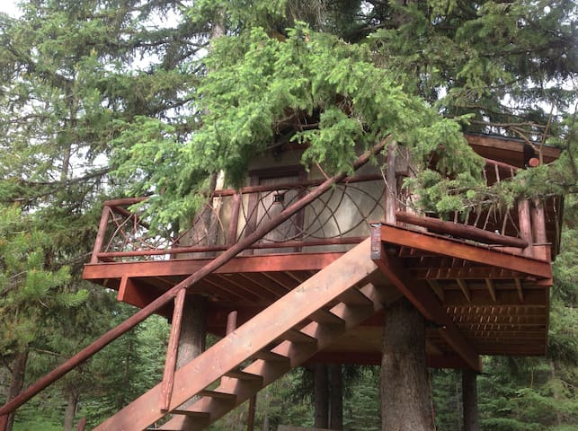 Serene in the Trees Tree House