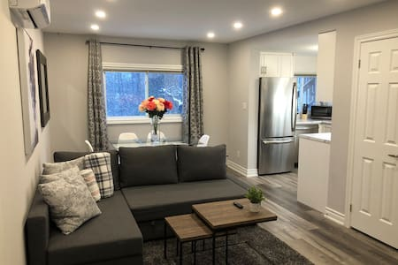 Stunning Niagara Warm, Cozy and Clean Suite Stay