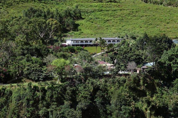 Hostería ETERNA PRIMAVERA - Huigra - Casa de campo