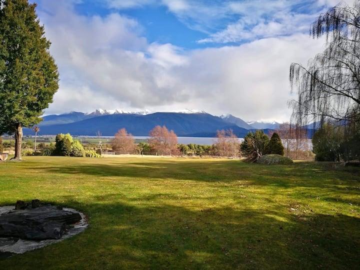 Perenuka Lake and Mountain View Cottage