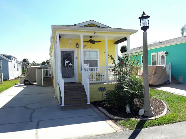 Cozy Sand Castle Cottage Near Disney  (4 People) - Kissimmee - Huis