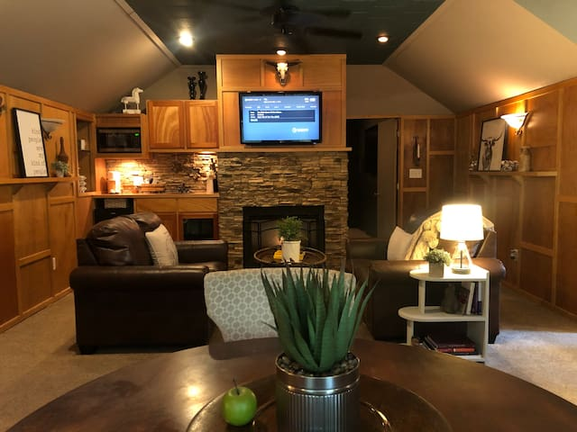 Lodge Over Garage w/Home Theater
