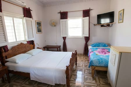 Discover a nice house with cuban family.