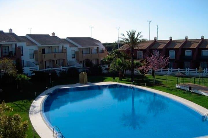 Apartamento con piscina en 1ª Pta la Barrosa 304