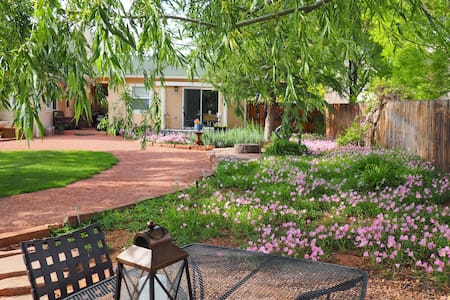 Kanab Cottage - private & cozy