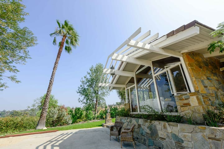 5ac LUX mountain-view villa minutes drive to I-10