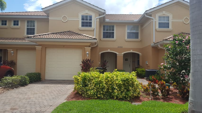 Lakefront townhome near beach in Southwest Florida
