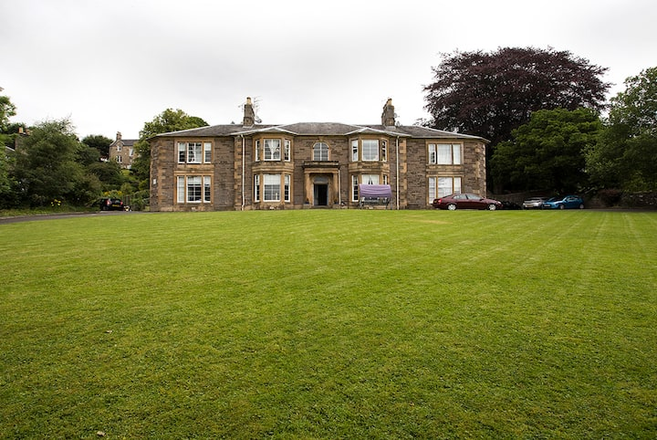 GORGEOUS APARTMENT IN BRIDGE OF ALLAN, STIRLING