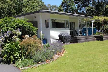 Paradise Farm - close to State Highway One - Lichfield - Talo