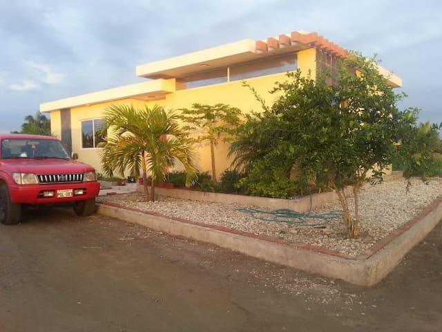Hermosa casa a la playa en Urbanización Privada