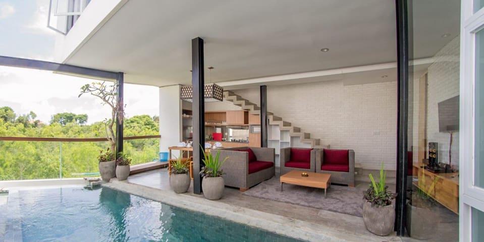Relaxing Villa w/ Private Pool & View in Jimbaran